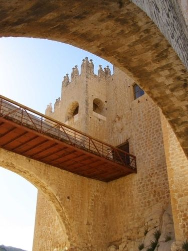Arcos del Castillo de Vélez-Blanco, Almería, Andalucía, España - Ciudades y pueblos del mundo