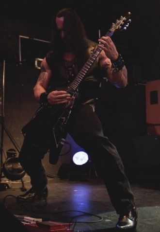 Precision rock front squats.Training on stage is importante'. Got to keep those stems in check. Cult Nation. #tyrantsblood #deathmetal