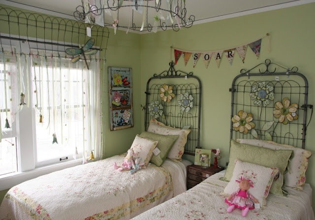 Dishfunctional Designs: Don't Fence Me In: Creative Uses for Old Salvaged Fencing--headboards, sooo cute!