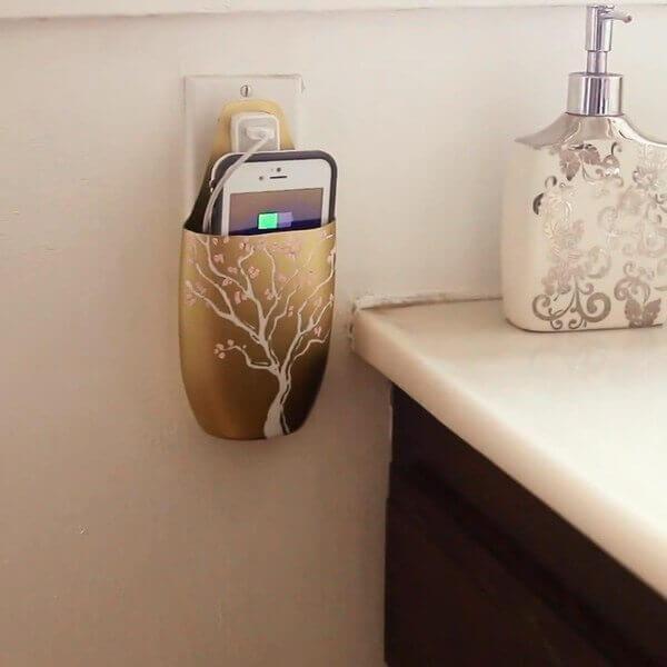 Resultado de imagen para Usa tus pote vacíos de champu y arma un porta esponja sencillo para el fregador.