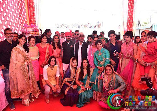 Aamir Khan Attends Geeta Phogat's Wedding  #Bollywoodnazar #AamirKhan #SakshiTanwar #GeetaPhogat #MahabirPhogat #BabitaPhogat #NiteshTiwari #SanyaMalhotra