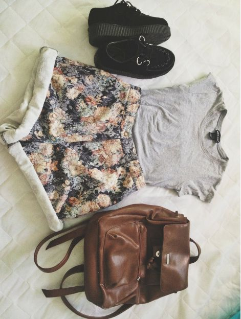 style. floral shorts. grey tee. creepers.