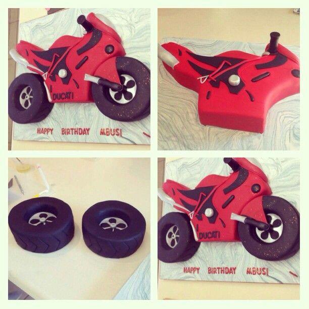 Motorbike cake                                                                                                                                                     Mais
