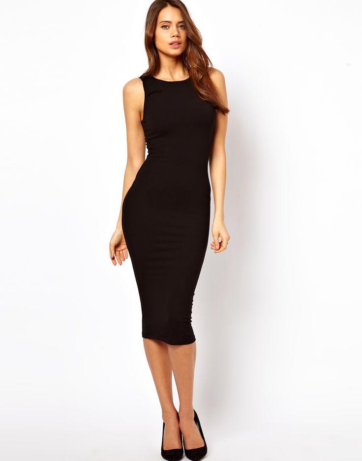 vestido negro tubo casi hasta la rodilla, sin mangas