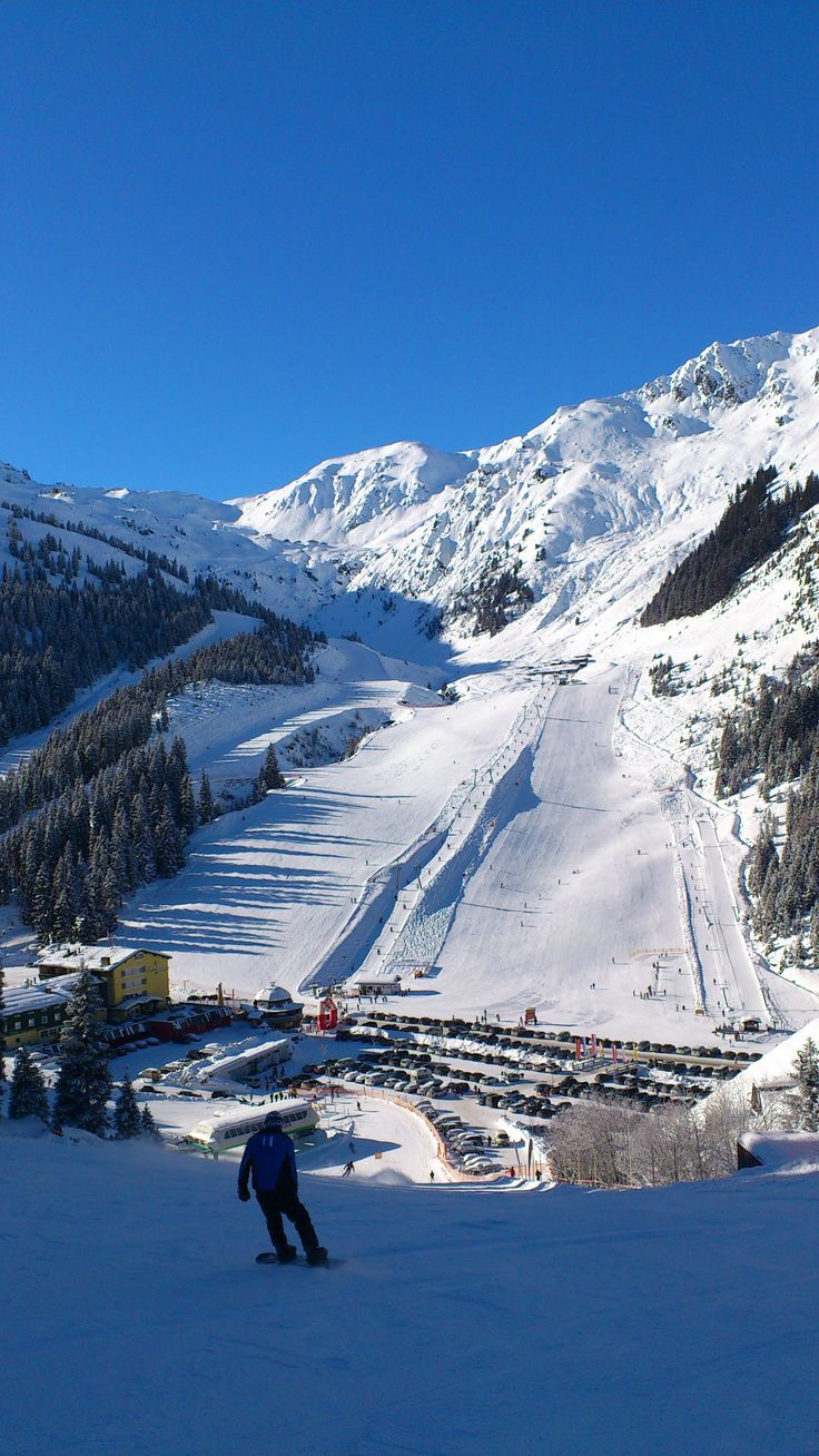 skiing in the Zillertal- Austria, photo: ski-slope in Hochfuegen, a good starting point for all Zillertal activities is our 5 star hotel Stock in Finkenberg: www.stock.at
