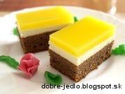 Tvarohový koláč so želatínou. Tento recept pozná asi každý a je vhodný na každú príležitosť. U nás doma je veľmi obľúbený, pretože si svojou výbornou chuťou získal všetky vekové kategórie:) Prajem dobrú chuť!