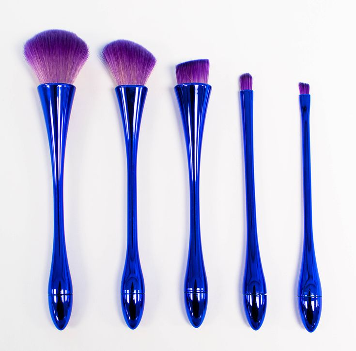 Millions of women want to buy the good quality make up brushes set. Givoni makes a good quality, easily bent & unique Makeup brushes set at the practical price.