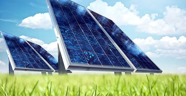 Almanya'da fotovoltaik pazarı Almanya toplam 35,7 GWp (2013) kurulum ile en gelişmiş fotovoltaik pazarlardan biridir. Bu Dünya pazarının % 26 anlamına gelir. Sadece 2013 yılında 3.3 GWp yeni kurulum gerçekleştirildi.  2013 deki yeni kurulumlar, Avrupa'da Nº 1, Dünya'da Nº 4 oldu. (EPIA 2014) Toplam 35,7 GWp fotovoltaik kurulumu Dünya'da Nº 1. (EPIA 2014) Avrupa toplam kurulu kapasite açısından 81,5 GWp (2013) ile Dünya'nın lider bölgesi konumuna geldi. (EPIA 2014)