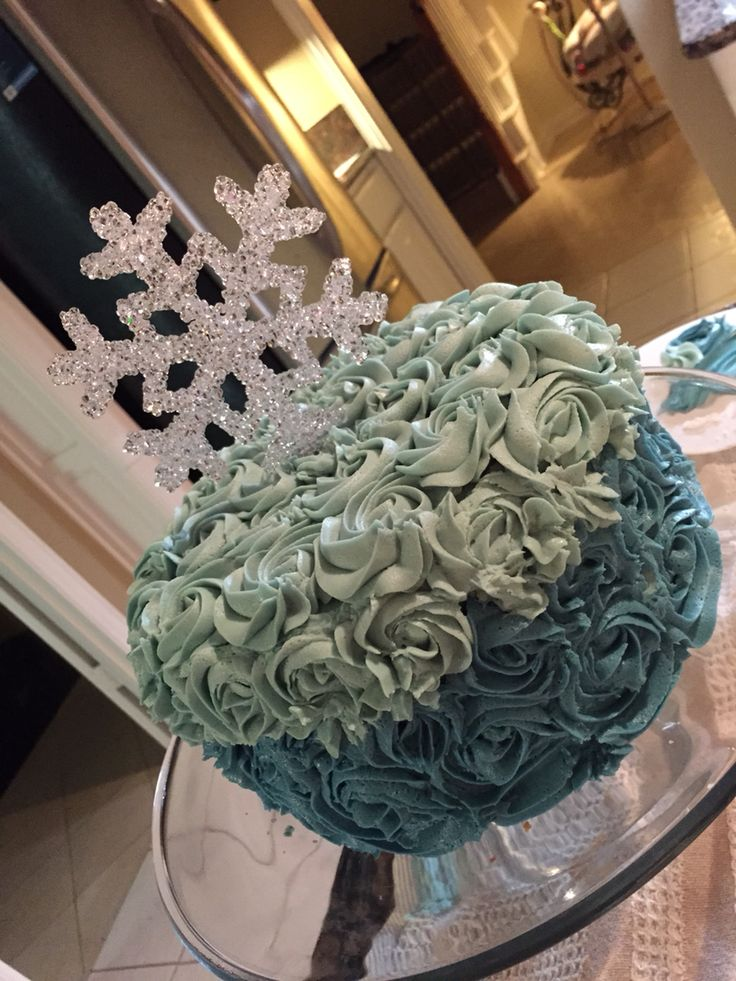 Smash cake winter wonderland first birthday! #sadiefaye #snowflake