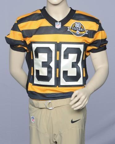 Con este uniforme celebrarán los Steelers 80 temporadas. Este fue el uniforme que usaron en 1934 y lo portarán en dos partidos de la temporada regular 2012. ¡Sinceramente entiendo que ya no lo usen, pero tiene ondita!