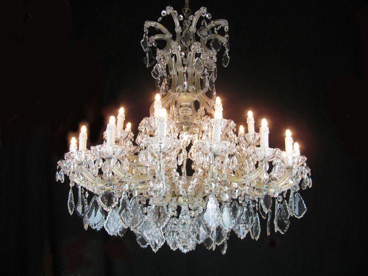 Grande Lampadario Antico in Cristallo di Bohemia, Maria Teresa a 24 luci su due ordini, funzionante, anni 50. Il nostro laboratorio può restaurarlo