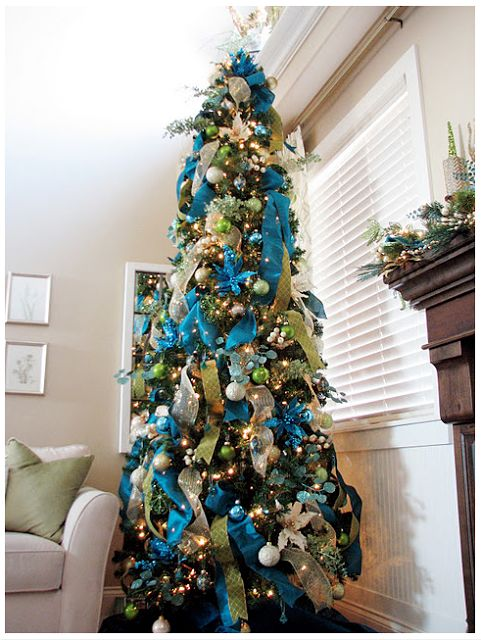 Lots of Christmas Tree inspiration via Honey We're Home: