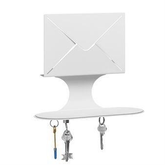 Den fine og smarte hyllen Letter hjelper deg på en praktisk og estetisk måte å holde rede på nøkler, mobiltelefoner og post.  Heng hyllen ved ytterdøren slik at det bare er å fylle den opp med nøklene dine og andre småting.