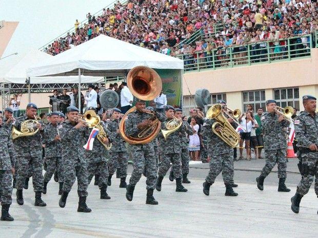 A banda da Polícia Militar estava presente e apresentou algumas canções (Foto: Marcos Dantas/G1 AM)