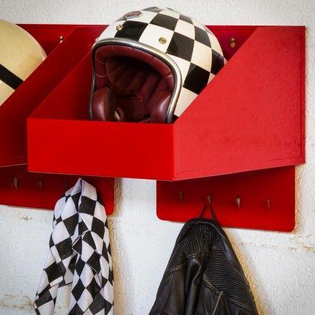 Étagère pour casque. Originellement destinées aux pompiers de Los Angelès, ces racks pour casques peuvent accueillir votre casque moto, de vélo, football, baseball... Made in California, USA