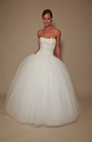 Edgardo Bonilla - Strapless Ball Gown in Tulle  Sarahk must try on! <3