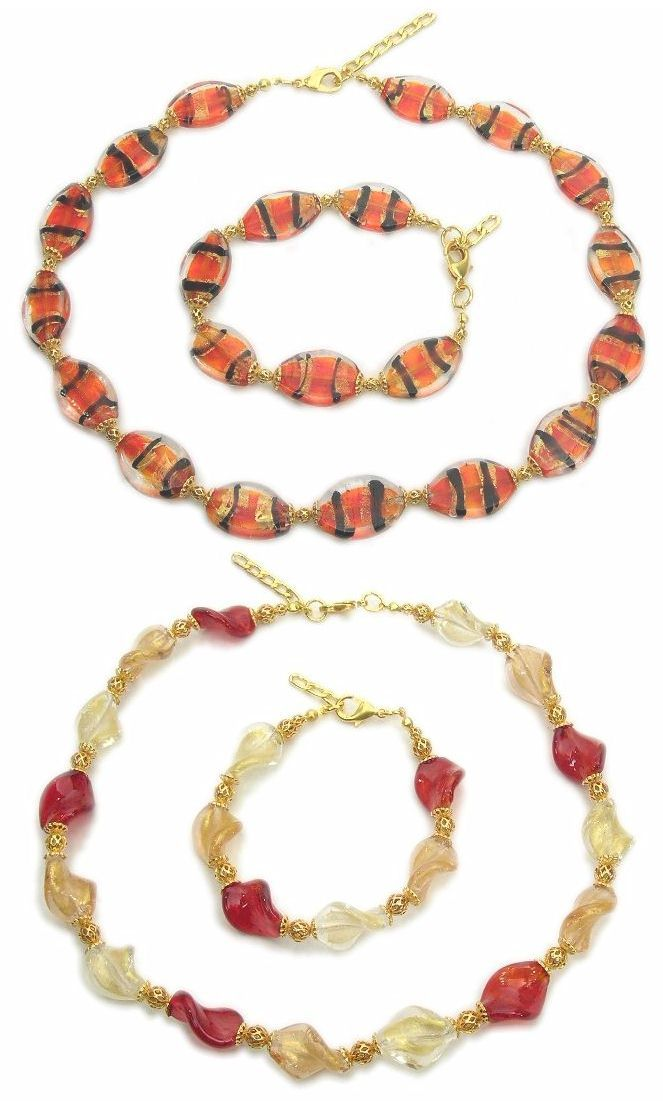 Nice Murano glass necklaces made from flat oval glass beads (mm.19) with 24k gold leaf and matching bracelets. A pattern that resembles the stripes of fur of many wild animals. Wholesale fashion jewelry. Below, necklace made from twisted glass beads (mm.17) with 24k gold leaf. Murano beads and charms are precious Italian jewelry objects, finely crafted often with floral style motifs.