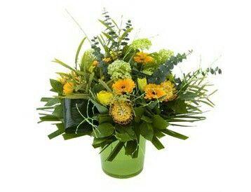 Lang boeket geel-groen  Lang boeket van diverse gele seizoensbloemen.verkrijgbaar bij www.bloemenweelde-amsterdam.nl