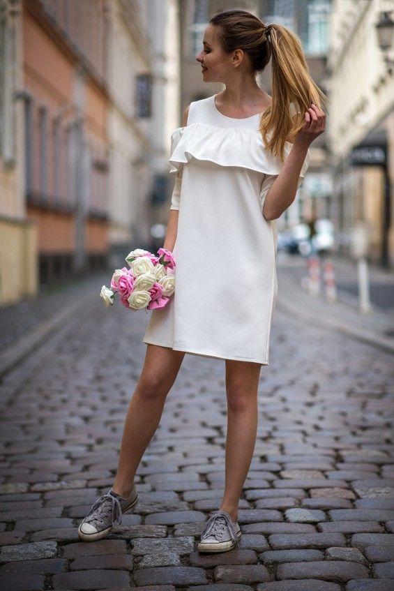 Sukienka z falbanką biała Cranberry