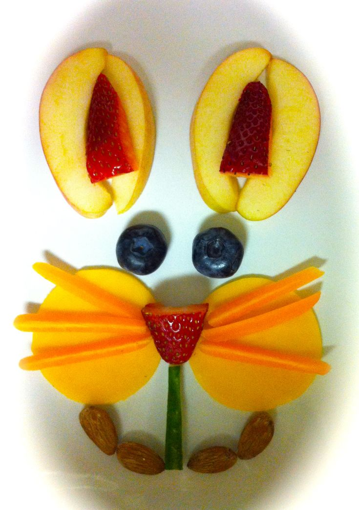 Here are some cute Easter bunnies made from fruit.  Great idea!  #HealthyHolidays #HealthySnacks via@ThePrimePursuit