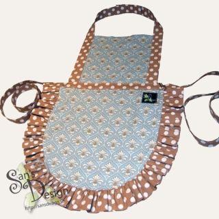 Ett förkläde är alltid bra att ha för alla små kockar! Dessa är sydda i vävd bomull i härliga mönster och färger.
