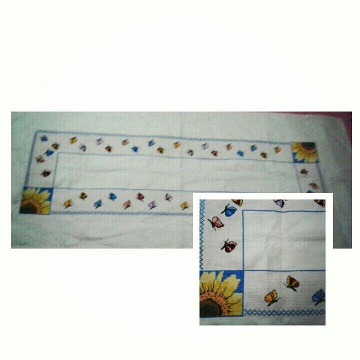 Caminho de Mesa de girassóis e borboletas