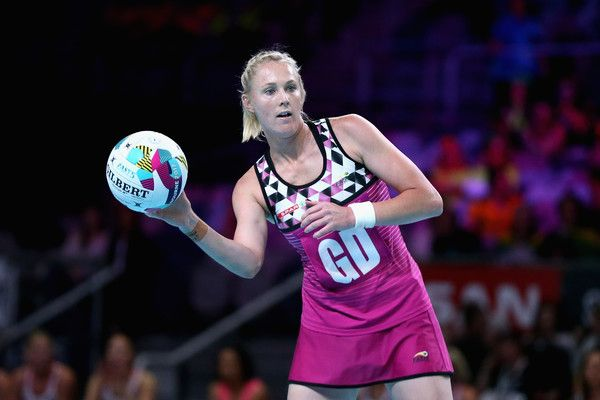 Zanne-Marie Pienaar Photos - Zanne-Marie Pienaar of South Africa looks to make a pass during the Fast5 World Series Netball match between New Zealand and South Africa at Hisense Arena on October 28, 2017 in Melbourne, Australia. - Fast5 World Series Netball