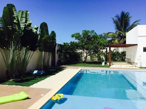 Terra Bahia Aracaju Set 10 km from Aruana Beach in Aracaju, this holiday home features a garden with an outdoor pool and a barbecue. The air-conditioned unit is 13 km from Atalaia Beach.  The kitchenette is equipped with a microwave and a fridge.