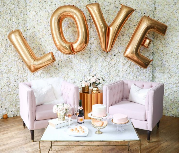 How to put together a Galentine's Day! http://www.stylemepretty.com/2017/02/12/the-cool-new-metallic-you-should-include-in-your-valentines-bash/ Photography: Flowers by Lindsey Grace - http://lindseygrace.com/