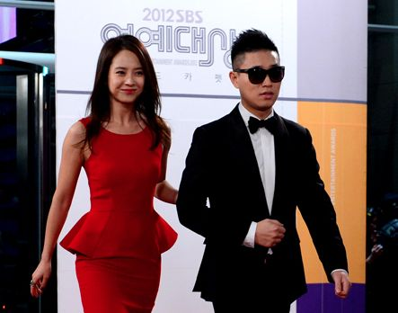 """""""Monday Couple"""" Gary and Song Ji Hyo have been winning over fans for their cute banter and chemistry on SBS variety show """"Running Man."""" But whenever a gues"""