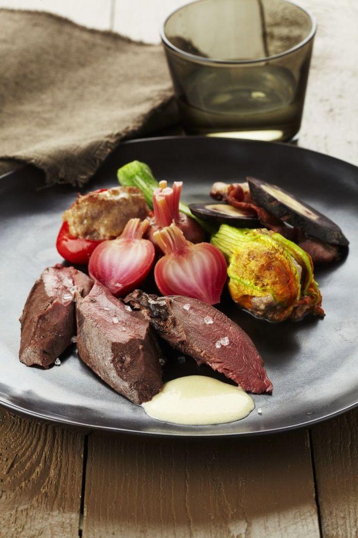 Hazenrug met herfstgroenten en mierikswortelsaus http://www.njam.tv/recepten/hazenrug-met-herfstgroenten-en-mierikswortelsaus