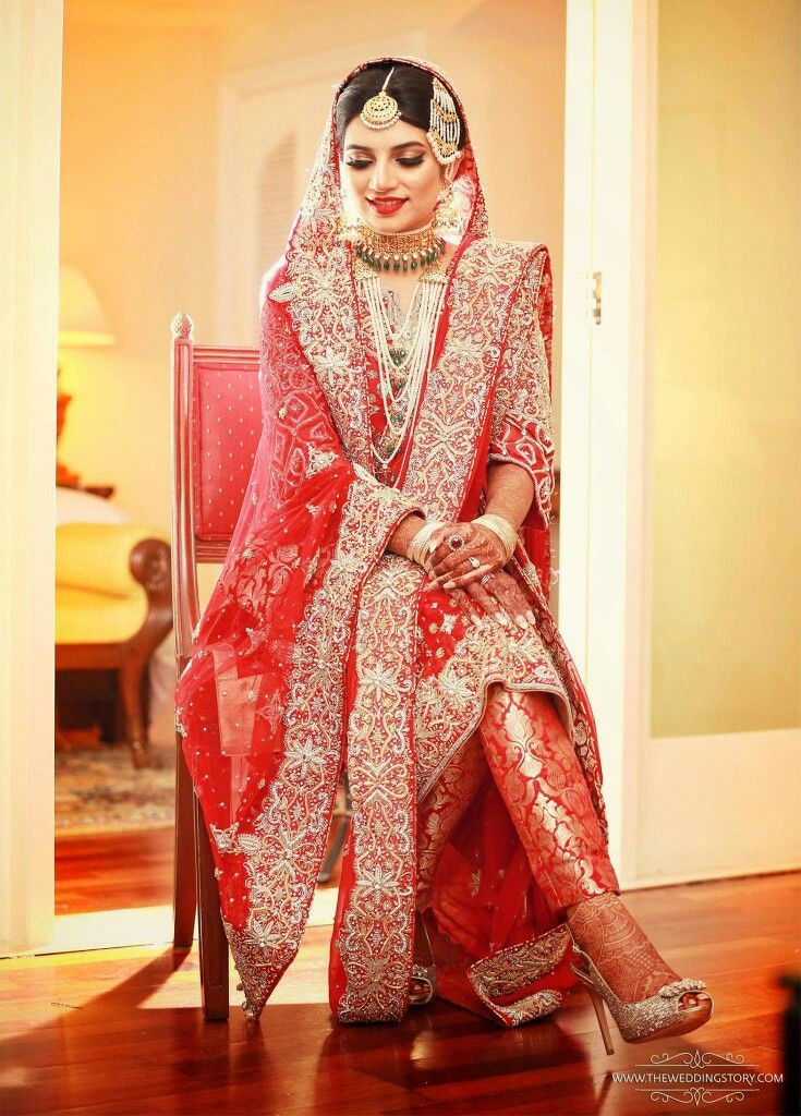 Khada dupatta is amazing but I WANT THOSE SHOES!
