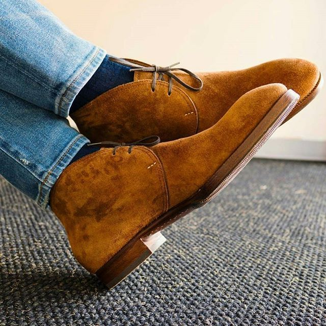 Mod. 524 - Great shot and combo by @stylejournaldaily of our signature Chukka boots in Kudu suede. #saintcrispins