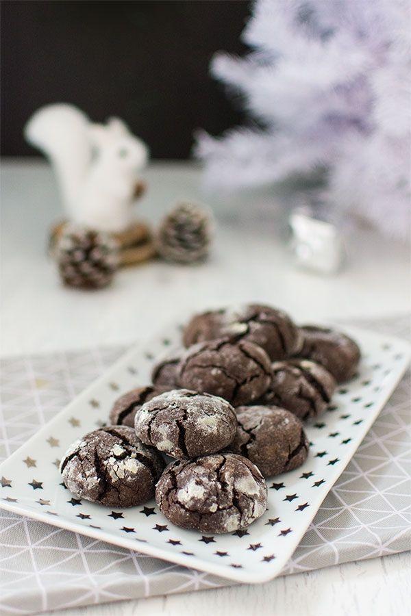 Recette de Noël : Crinkles (biscuits craquelés au chocolat), recette facile de biscuits à offrir pour les fêtes de noel ! Au chocolat bien sûr !