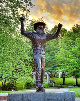 Appalachian State: Yosef Statue Picture at Appalachian State Mountaineer Photos