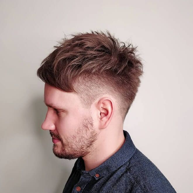 35 Attraktive chaotische Frisuren für Männer | Die neuesten chaotischen Frisuren 2020 | Herren, Frisuren, niedrig, mit unordentlichem Haar verblassen