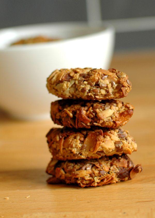 Granola bars to taka lepsza wersja granoli, bo można je wziąć w rękę i wybiec z domu.Są pyszne, chrupiące i stanowią doskonałą przekąskę.