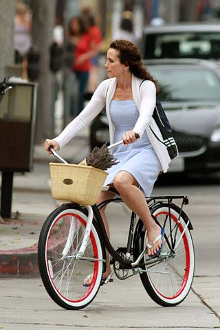 Andie MacDowell rides a bike... OMG! #fashion #fashionist #urbancyclist #urbanbiker #divergente