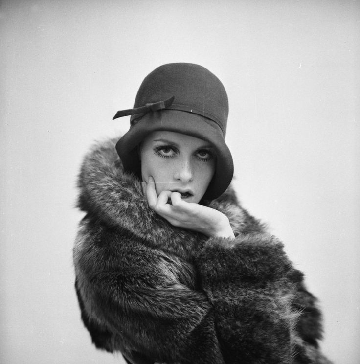 Twiggy: Fur Coats, Retro Photo, 1920S Style, Fashion Style, Vintage Winter, 20S Fashion, Red Hats, Inspiration Outfit, Cloche Hats