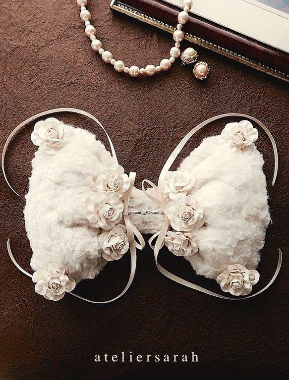 Ribbon shaped ring pillow using fake fur