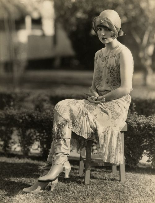 Clara Bow for Kid Boots, photo by Eugene Richee (1926)...this looks quite now really...i think it is the boots and the floaty dress
