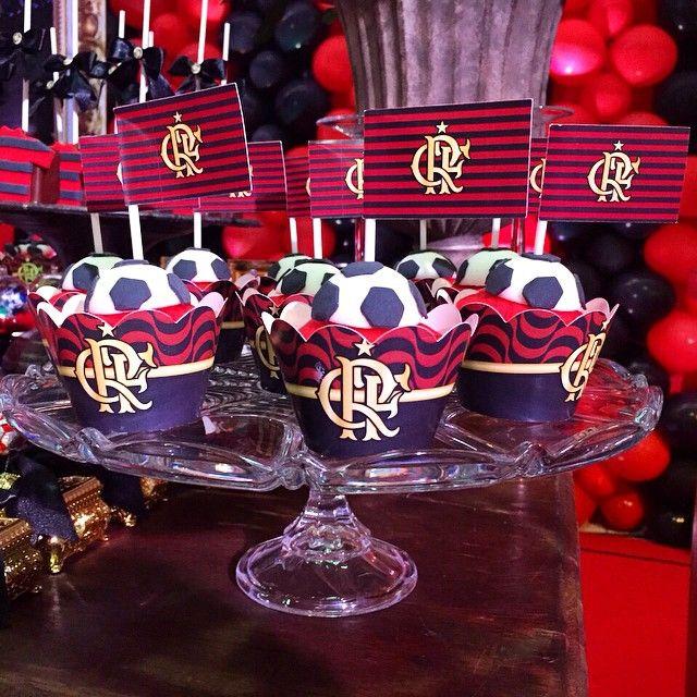 São perfeitos, lindos e deliciosos @ateliermm @mirtagama !!! ❤️ #flamengo #party…