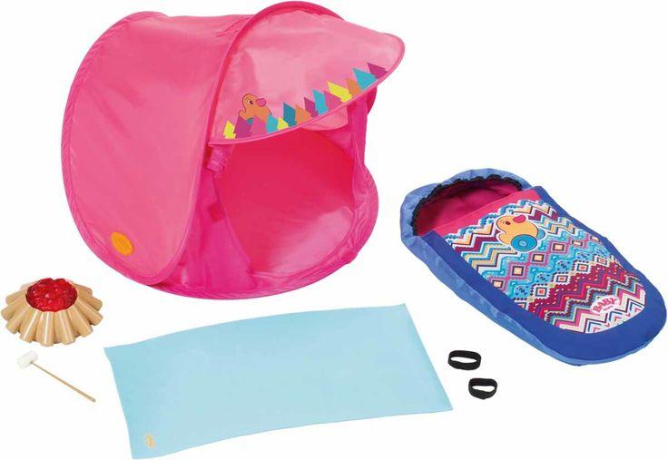 Et morsomt Baby Born-campingsett til dukker. Settet inneholder et telt, et liggeunderlag, en sovepose, et bål samt en pinne med marshmellow. <br><br>Et perfekt sett til friluftseventyr med dukken!<br><br>Anbefalt alder: 3 år +. <br><br>Mål forpaknig: 38 x 8 x 38 cm.<br><br>Materiale: plast/tekstil. <br><br>Farge: flerfarget.
