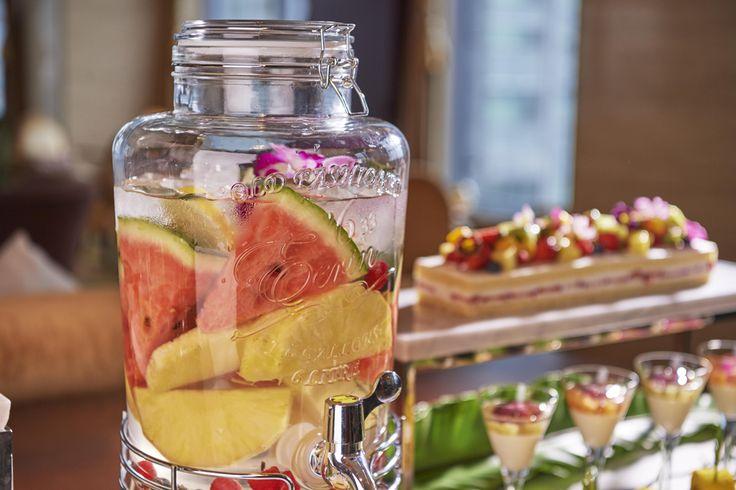 シャングリ・ラ ホテル 東京の「ザ・ロビーラウンジ」が、5月1日(月)から8月31日(木)まで、夏のフルーツをテーマにしたスイーツビュッフェ「サマー フルーティー ディライツ」を展開する。