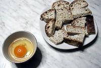 Spesso in casa avanzano pezzetti di pane di varie forme e dimensioni, con bordi irregolari e poco adatti ad essere riutilizzati a tavola,non buttate niente!