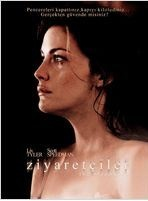 """Ziyaretçiler Türkçe Full İzle - HDFilmvar.com-"""" HD Film İzle """"  Ziyaretçiler Türkçe Full İzle Yönetmen Bryan Bertino'nun, çocukluğunda yaşadığı ve etkisinden çıkamadığı bir olayı senaryolaştırarak beyaz perdeye aktardığı bu filmde, Kristin McKay ve James Hoyt adındaki çiftin travması anlatılıyor. McKay ve Hoyt bir dostlarının düğününe katılırlar. Dönüşte, Jame"""