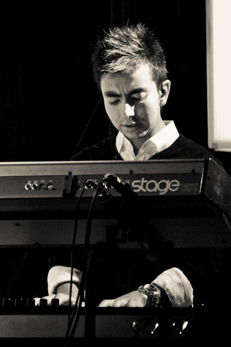 Sergio Bustos, Pianista, El Lugar de Su Presencia.
