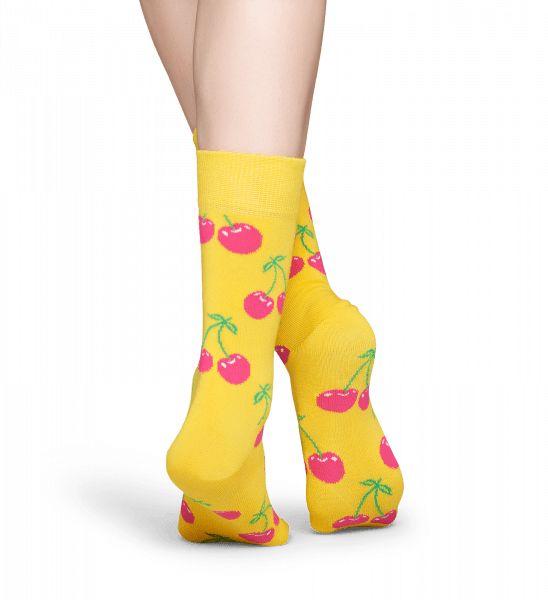 Je stelt een bekroonde outfit samen wanneer je een kleurrijk paar sokken toevoegt aan de mix. Heldere rode kersen tegen een gele achtergrond bieden een opvallend motief en levendige kleuren. Cherry-sokken zijn gemaakt van het fijnste gekamde katoen en zijn zowel comfortabel als stijlvol. Ontdek deze sokken in maten voor dames en heren.
