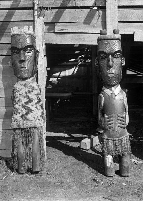Maori wooden carvings at Te Whai-a-te-motu,Mataatua.(1910)