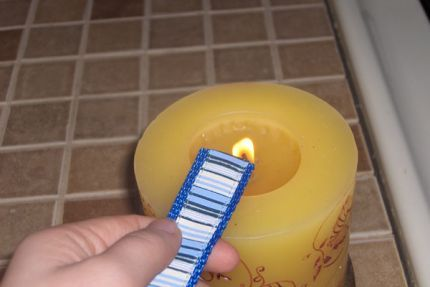 How to keep ribbon from unraveling or fraying at the ends: use fire from a lighter/candle.